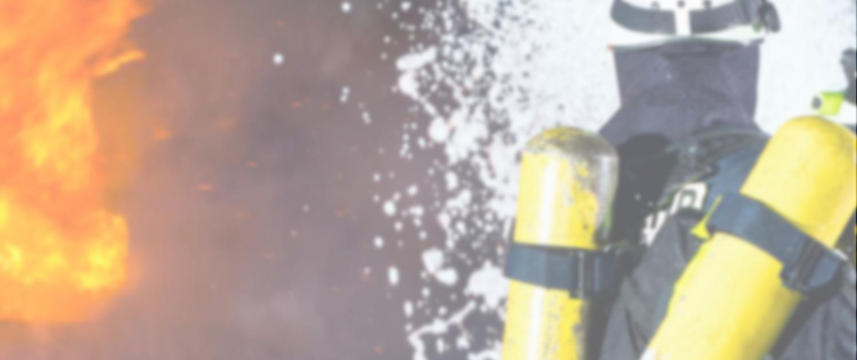 Feuerwehr beim Löscheinsatz