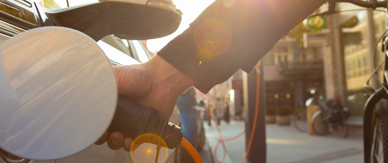 Betanken eines Autos via Ladesäule
