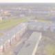 Drohnenaufnahme von Mehrfamilienhäusern mit PV-Anlagen auf dem Dach