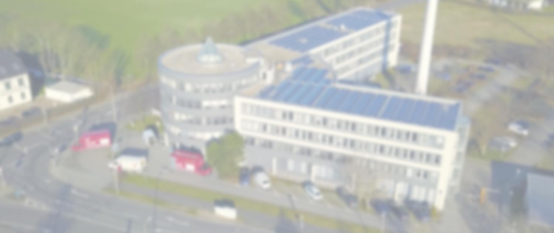 Luftaufnahme von einer PV-Anlage auf Gewerbegebäude