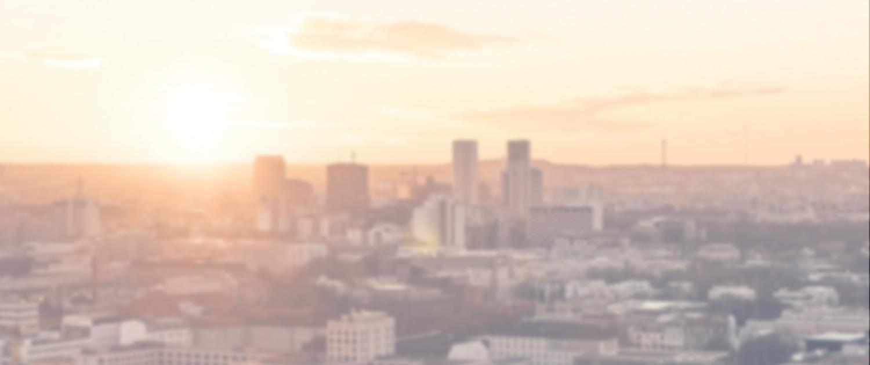 Stadtoutline mit Sonnenuntergang