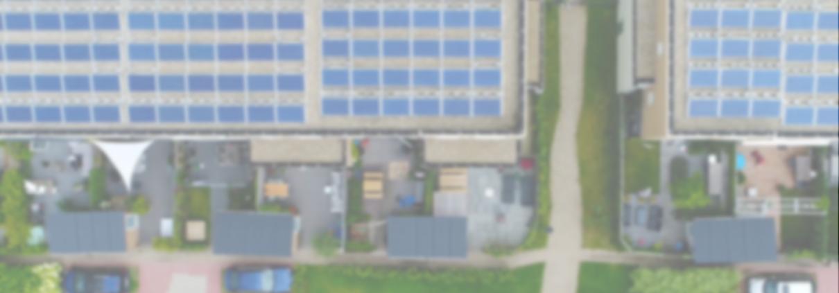 Mehrere Einfamilienhäuser aus Vogelperspektive mit PV