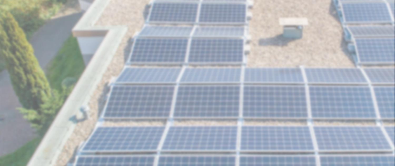 Direktansicht PV-Anlage auf dem Dach