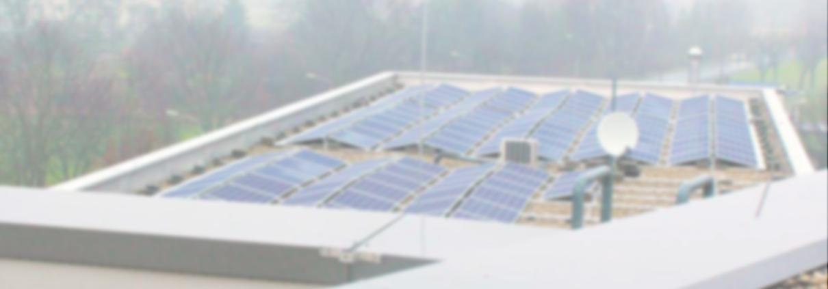 PV-Anlage auf dem Dach eines Gewerbes