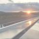Ausblick auf Sonnenuntergang von Dach mit PV-Anlage