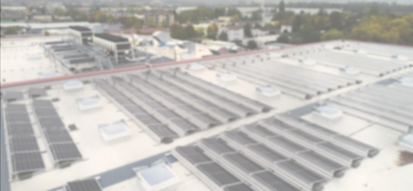 Solaranlage auf Gewerbeimmobilie mit Grauschleier